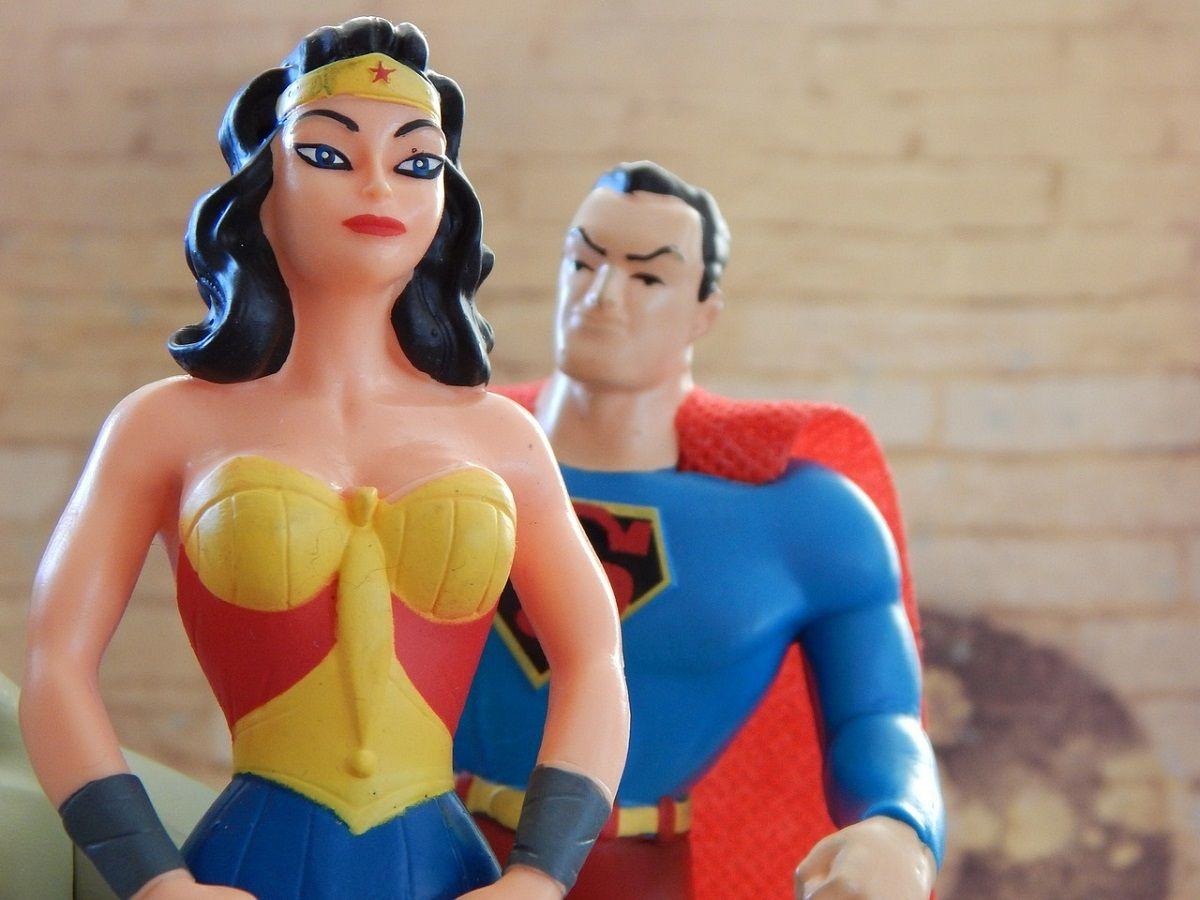 Die Filmheldin Wonderwoman zeigt Stärke - leider jedoch in knappem Outfit.