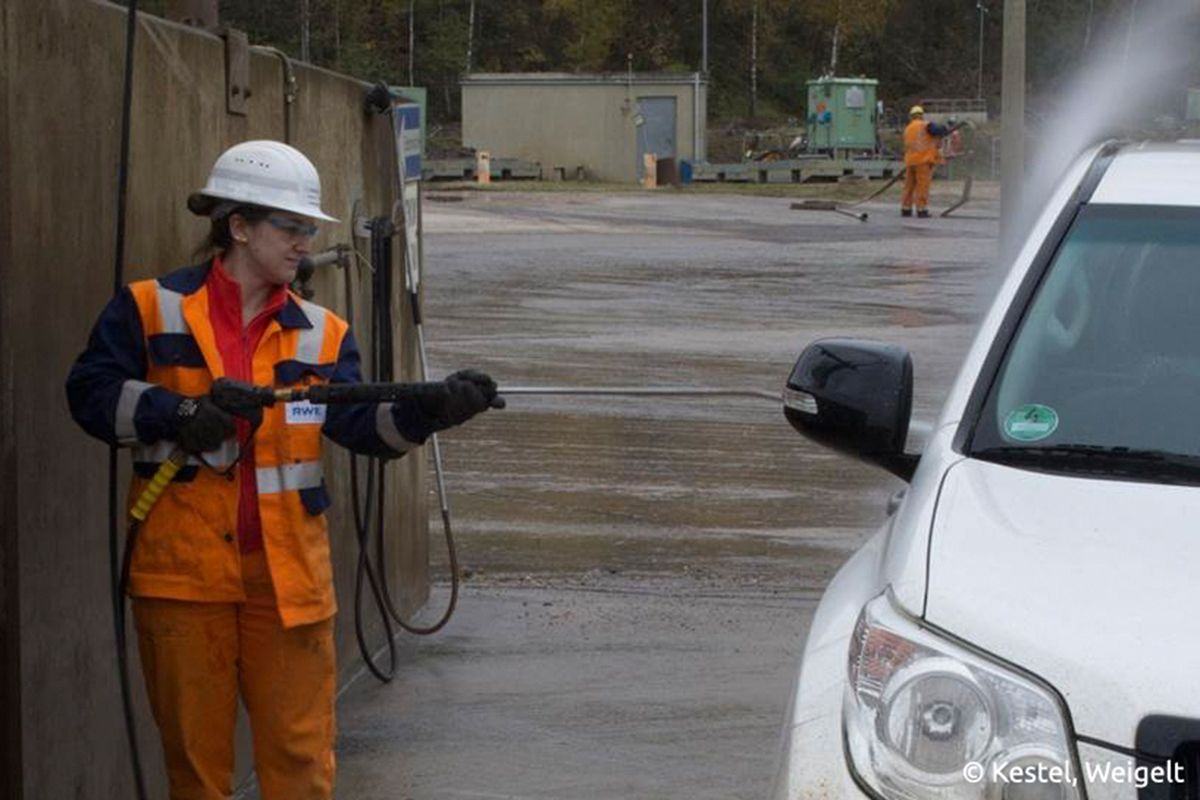 Franziska Fabeck, Bergbauingenieurin bei RWE, im Tagebau Hambach. Bildquelle: Kestel, Weigelt