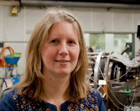 Seit 1998 arbeitet Christina von Trepka bei Ford im Entwicklungszentrum. Dort hat sie schon bei der Konstruktion vieler Fahrzeugkomponenten mitgewirkt. Zurzeit ist sie für die Entwicklung von Querlenkern verantwortlich. /Bild: Müller, Weede