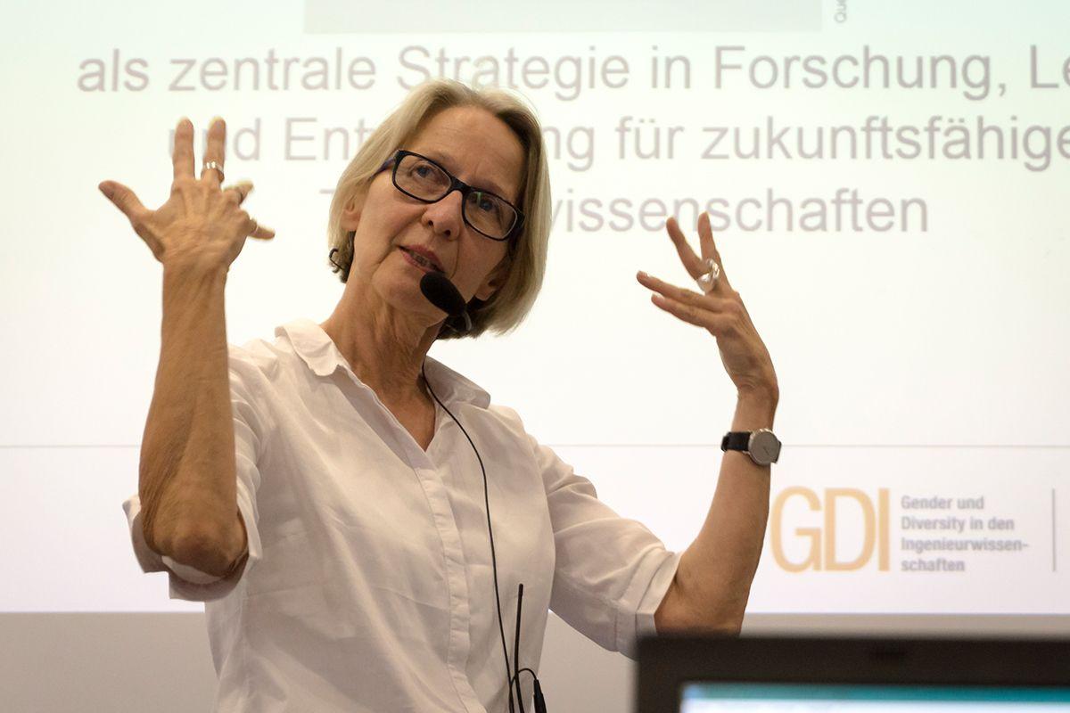 Professorin Dr. Carmen Leicht-Scholten engagiert sich für das Thema soziale Verantwortung von Ingenieurinnen und Ingenieuren. /Quelle: Deliah Michely
