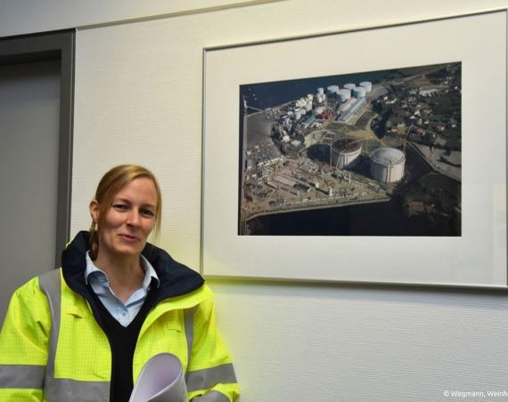 """Anke Patt ist Prozessingenieurin bei der Firma TGE Gas Engineering in Bonn. """"Besonders fasziniert mich die Möglichkeit Chemieanlagen zu planen und das Endergebnis in Betrieb nehmen zu können."""" /Bild: Wegmann, Weinhold"""