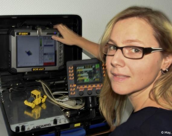 Zurzeit arbeitet sie an der Entwicklung einer Software für die Steuerung von Walzen. /Bild: May, Franz